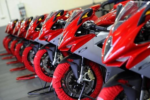 Легендарните мотоциклети MV Agusta вече се предлагат и в България 16