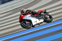 Легендарните мотоциклети MV Agusta вече се предлагат и в България 26