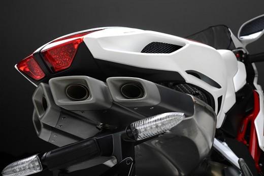 Легендарните мотоциклети MV Agusta вече се предлагат и в България 34