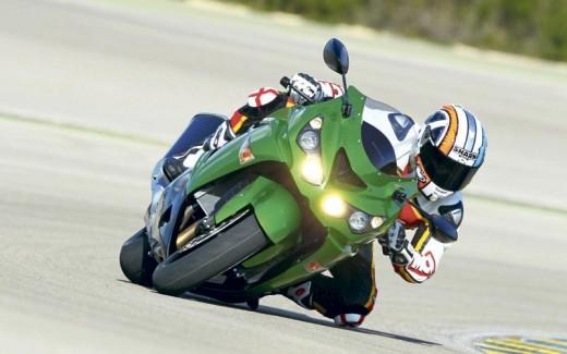 2012 Kawasaki ZZR1400 01