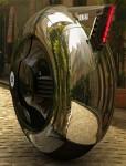 Мотоциклет с една гума, която е и кабина 02