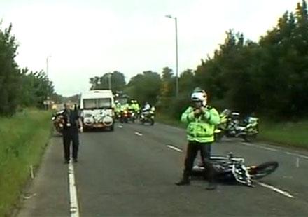 Мотоциклетна катастрофа спря олимпийския огън в Англия