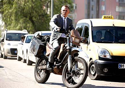Агент 007 избра мотор Honda