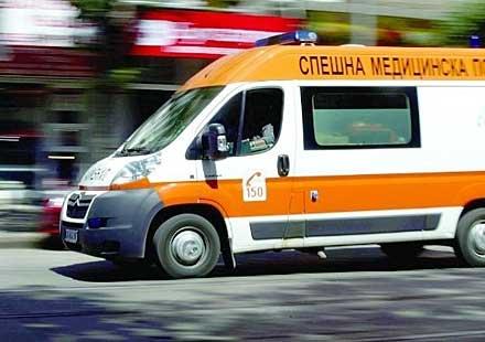 Лек автомобил блъсна мотоциклет на кръстовище между главен път Русе – Разград