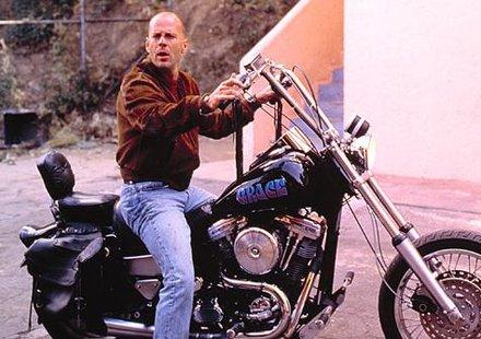 Брус Уилис продава част от моторите си