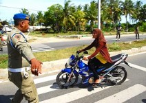 Нови правила за позата на жените на мотор