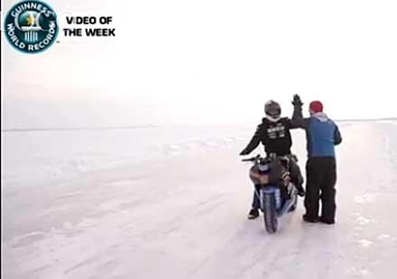 150 км/ч, на една гума, върху лед! Нов рекорд! (видео)