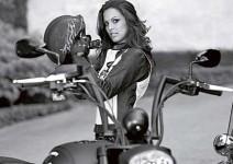 Огромен мотор Victory с подписи на Playboy девойки на търг в Ebay (+видео)