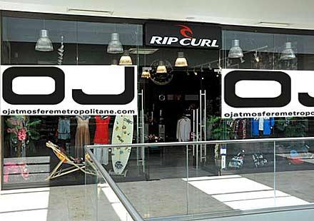 Екипировката на OJ в магазин, в София