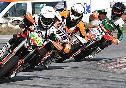 Мотоциклетни страсти този уикенд на пистата в Долна Митрополия