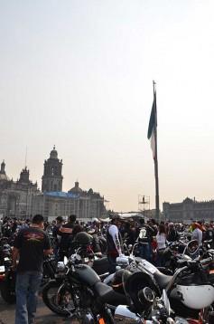 В Мексико сити отпразнуваха 110-годишнината на Harley-Davidson с най-големия мото-парад в града 03