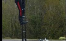 Моторист носещ стълба на мотора си причини 3 катастрофи 05