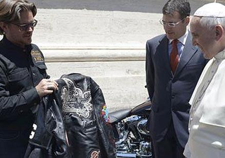 """Папата получи два мотора и кожено яке от """"Харли-Дейвидсън"""""""