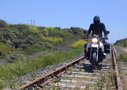 Влак блъсна мотоциклет на ЖП прелез