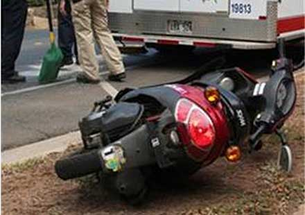 Моторист без книжка намери смъртта си при удар в дърво
