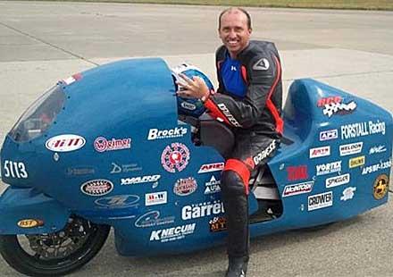Опит за поставяне на рекорд приключи със смърт на мотоциклетен състезател