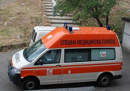 Двама се преобърнаха с мотоциклет в Сопот