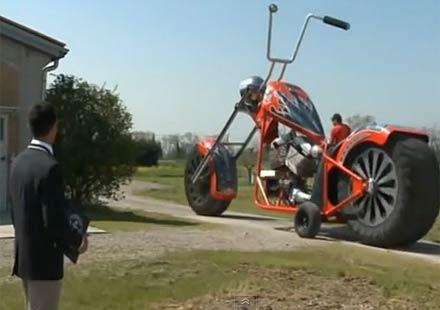 Вижте най-големия мотоциклет в света (видео)