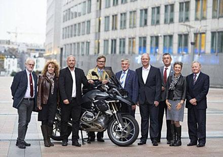 FIM представя мототуризма в Европарламента