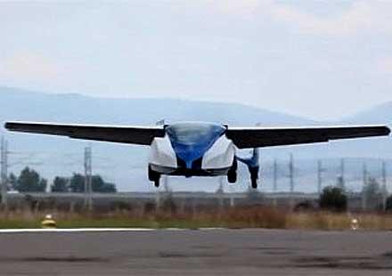 Първи тестови полет на словашка летяща кола (видео)
