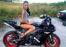 На някои мотори просто им отиват момичета ... 01