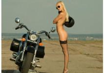 На някои мотори просто им отиват момичета ... 04